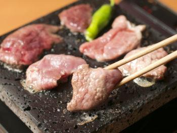 '16年11月OPEN! 上質な生ラム肉を溶岩焼きで味わおう。