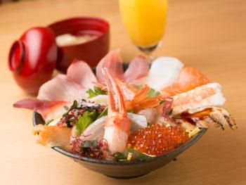 '17年12月OPEN! 新鮮なネタがびっしり! 採算度外視の海鮮丼。