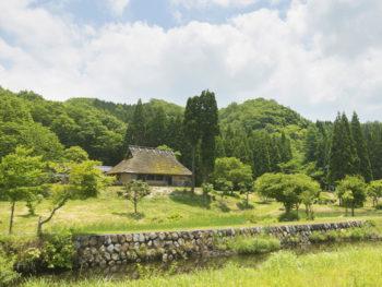 茅葺きの古民家でいただく、豊かな山の幸。