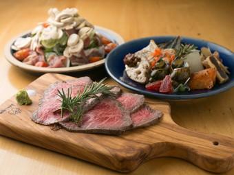 岡山の食材を満喫できる瀬戸内バル+plusで、千屋牛をおひとりさま。