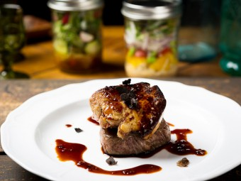 本町のバルでワインとお肉を「贅沢気分」で。