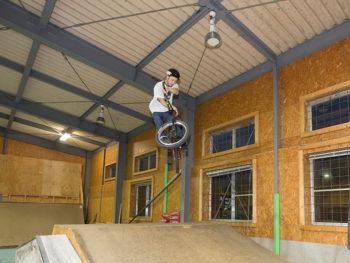 《BONDS RAMP CAFE》カフェで自転車が飛ぶ!? BMXを体験できるカフェが津山に。