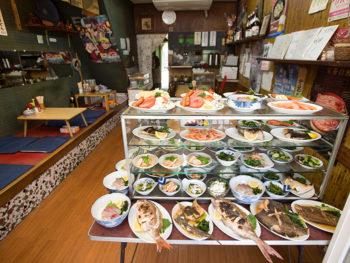 鳴門の荒波にもまれ締まった魚を多彩に楽しめる、徳島の愛され食堂。