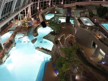 《グラスハウス》津山で満喫! 今年の夏は幻想的なナイトプールへ。