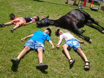 カヌーも乗馬も一度に体験、ゲームも盛りだくさんの楽しい一日。