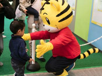 《おもちゃ王国》「しまじろうプレイパーク」来場者数20万人突破を記念した、特別イベントを開催。