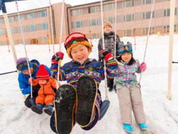 《ひるぜんキッズスノーパーク》かまくらに雪だるま、スノーシューター…。冬の大自然を遊びつくせ!