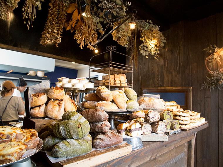《総社市/bonbon》'18年5月OPEN! 自家製フルーツ酵母で焼くパンで人気を集め、ついに店をオープン。