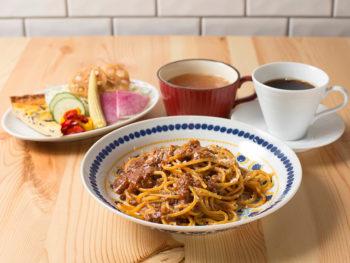 《岡山市/八十八商店バンビーナ》ランチの新鮮サラダ―バー、夜は豊富なワインとディッシュで話題。
