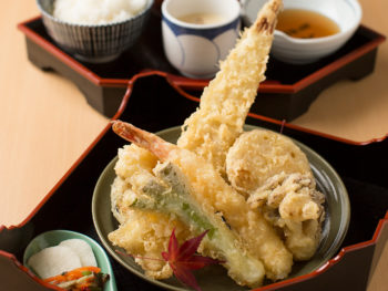 《瀬戸内市/楓》'18年10月オープン。ボリューミーで、サクサク食感の揚げたて天ぷらを堪能。