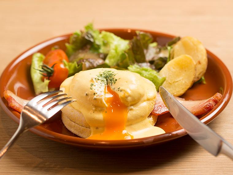 《岡山市/MELLOW BROWN COFFEE イオンモール岡山店》「ポーチドエッグの黄身がとろ~り。濃厚ソースのエッグベネディクト。