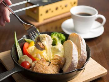 《ルポンドレ・ハルヤ》ラクレットチーズを旬野菜にたっぷりかけて味わう至福のランチ。