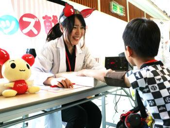 《岡山赤十字フェスティバル》緊急車両のほか、災害救難用機材倉庫も公開! ドクター体験も!