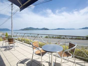 《広島県竹原市/CAFE HOXTON》海景色を優雅にひとり占め。海沿いの人気カフェ。