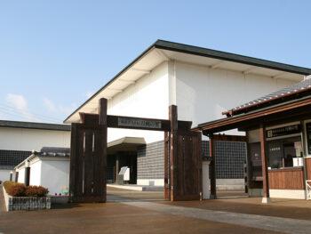 《一文字と長船》備前国で栄えた「一文字派」と「長船派」によって作刀された、日本刀の魅力に迫る。