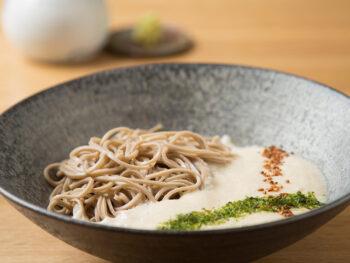 《岡山市/小むら》店主自ら石臼で製粉したこだわりの蕎麦を楽しむ。