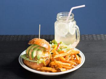 《岡山市/グレイトフルズ 問屋町店》'19年9月OPEN! 手間を惜しまず味を追求した、神戸発のハンバーガーショップ。