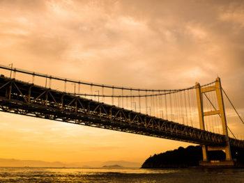 《初日の出と瀬戸大橋・遊覧船クルージング》初日の出と瀬戸大橋。豪華なコラボレーションを楽しんで。