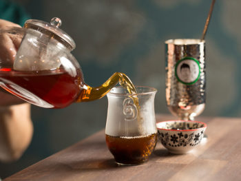 《岡山市/掛茶屋》'19年7月オープン! 冬ならではのホットドリンクがおすすめ。紅茶やタピオカを自分で入れて味わって。