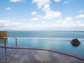 《鳥取県米子市/游月》日本海と溶け合うような絶景露天風呂へ。