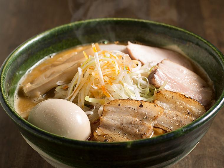《岡山市/くるり》東京の名店の味を引き継いだ、スープが主役の絶品みそラーメン。